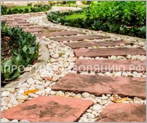 Дорожка в саду из натурального камня