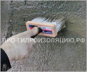Фото. Нанесение гидроизоляции на бетон